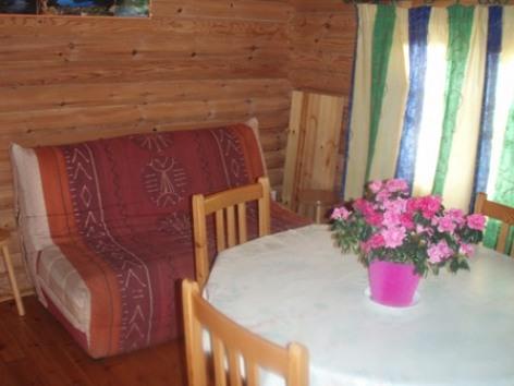 2-salonchaletbois-campingsoleildupibeste-agosvidalos-HautesPyrenees.jpg