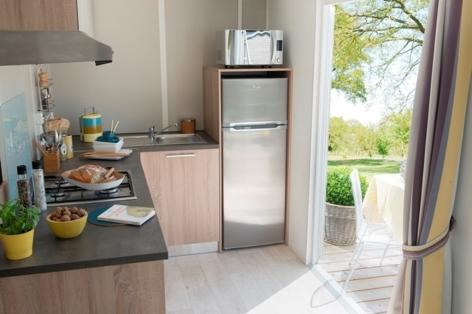 6-HPMH05---Camping-le-Soleil-du-Pibeste---Mobil-home-Caraibes-cuisine-bis-2.jpg