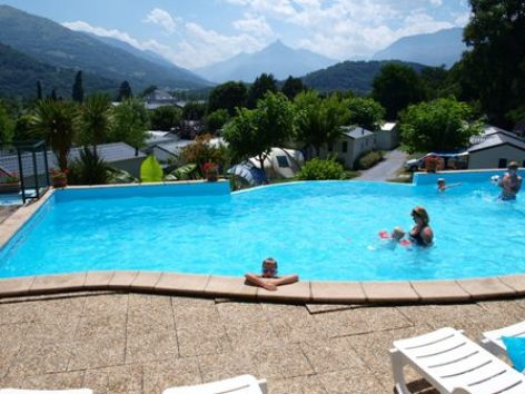 8-piscine-campingsoleildupibeste-agosvidalos-HautesPyrenees.jpg