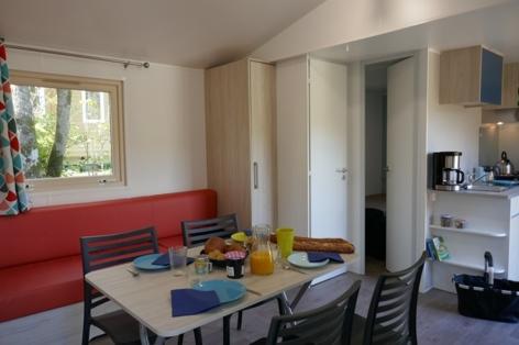 2-HPMH12---Camping-La-Vacance----Chalet-interieur-1---lavacance-UCPA.JPG