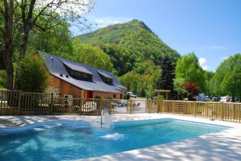 0-LOURDES-piscine-camping-la-foret-lourdes.jpg