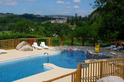 10-LOURDES-vue-piscine-camping-la-foret-lourdes.jpg