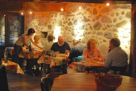 3-LOURDES-10-restaurant-camping-la-foret-lourdes.jpg