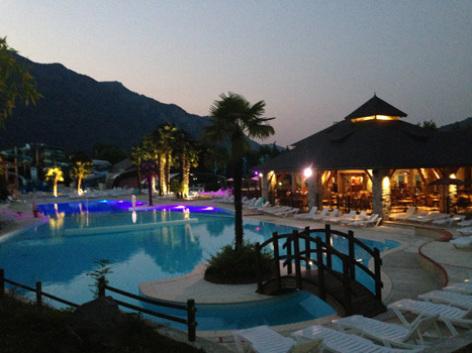 12-piscinenocturne-3vallees-argelesgazost-HautesPyrenees.jpg