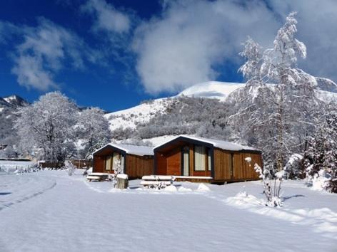 4-HPMH04---CAMPING-AZUN-NATURE-2-Chalet-Nature---Bois-sous-la-neige-2.JPG