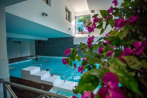 4-piscineinterieure-pyrenevasion-sazos-HautesPyrenees.jpg