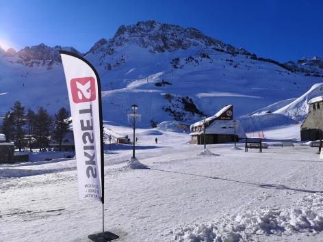 1-Ski-set-Mongie-Village-2.jpg