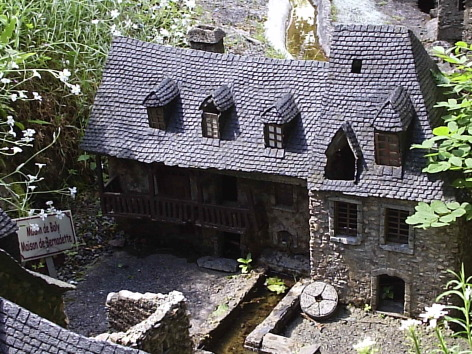 1-Le-Petit-Lourdes-Moulin-de-Boly---Musee-de-Lourdes.jpg