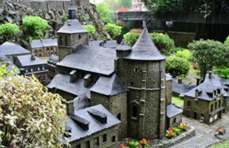 2-Le-Petit-Lourdes---Eglise---Musee-de-Lourdes.jpg