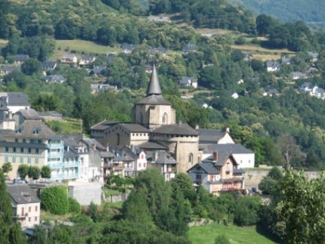 10-abbatialesaintsavin10-vueduvillage-HautesPyrenees.jpg
