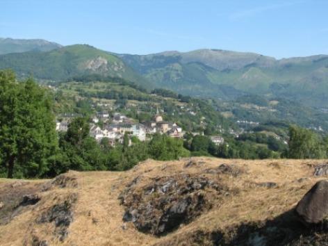 9-abbatialesaintsavin9-vueduvillage-HautesPyrenees.jpg