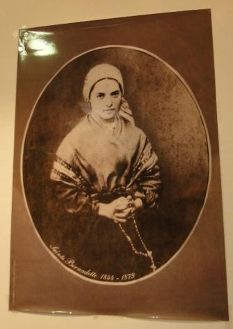 2-Lourdes-Maison-Paternelle-Portrait-Ste-Bernadette.JPG