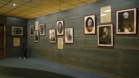 0-Lourdes-Musee-Ste-Bernadette-Portraits.JPG
