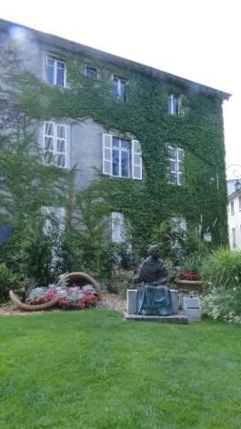 1-Lourdes-Ancien-Presbytere-Facade.JPG
