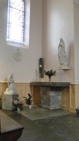 3-Lourdes-Statues-de-la-Chapelle.JPG