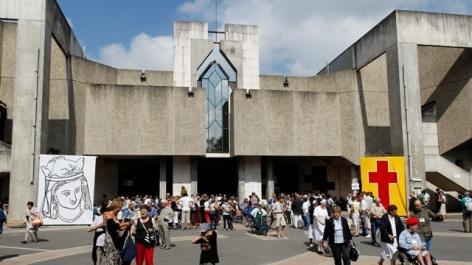 0-Eglise-Sainte-Bernadette.jpg