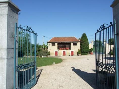 2-ChateauDeGarderes-DavidLiagre2009-Accueil-public-et-pic-nic.JPG