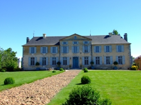 3-ChateauDeGarderes-DavidLiagre2009-Chateau-de-face-BD.JPG