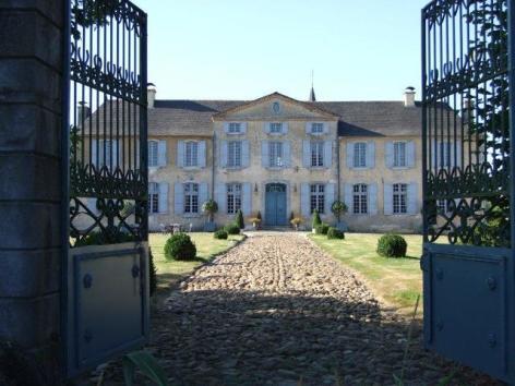 8-ChateauDeGarderes-DavidLiagre2011-Par-le-portail.jpg