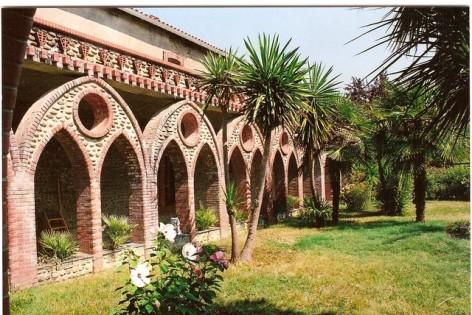 2-Abbaye-Notre-Dame-de-l-Esperance---Tarasteix---cloitre2.jpg