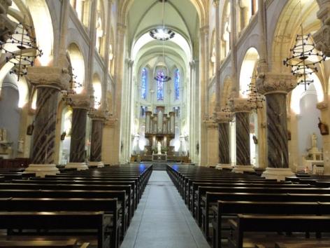 1-Eglise-paroissiale-interieur---OT-Lourdes.JPG