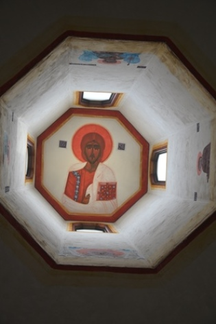 2-Lourdes-Eglise-ukrainienne-Christ-Coupole.JPG