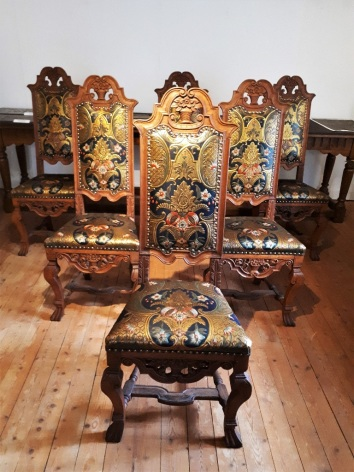 5-chaises-Baroques.jpg