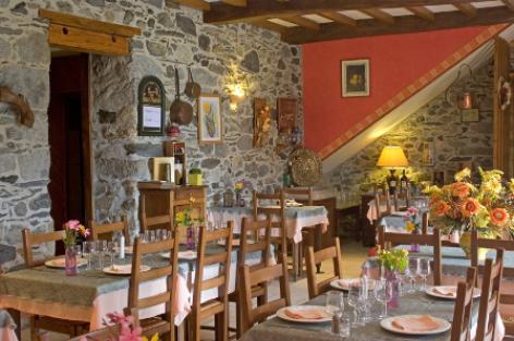 1-sallederestaurant-aubergelebouic-ayrosarbouix-HautesPyrenees.jpg