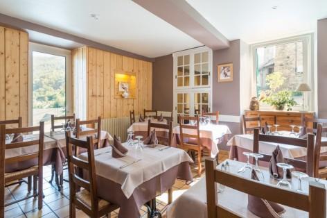 2-sallerestaurant2-cabaliros-arcizansavant-HautesPyrenees.jpg