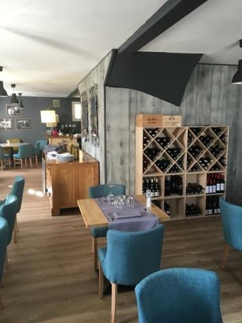 3-aubergedubergons-bouteilles-salles-HautesPyrenees.JPG