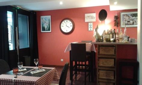 2-Lourdes-restaurant-piment-rouge.jpg