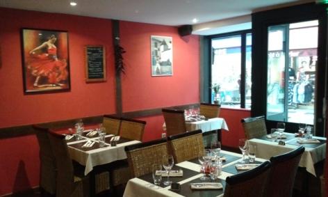 3-Lourdes-salle-restaurant-piment-rouge.jpg