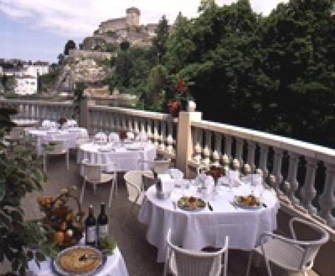 0-restaurant-la-cascade-terrasse.jpg
