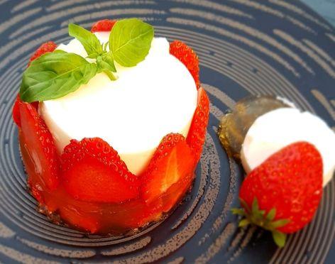2-recette-minceur-Fraises-en-aspic-de-basilic-et-blanc-mange.jpg
