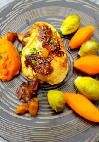 4-recette-minceur-Roule-de-volaille-aux-pommes-et-pruneaux--puree-corail--lentilles-et-carottes---et-ses-petits-choux-de-Bruxelles.jpg
