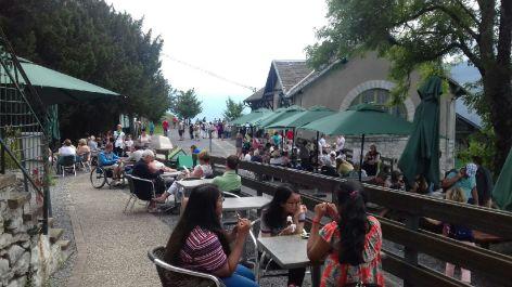 0-Terrasse-animee-Haut-de-Lourdes.jpeg