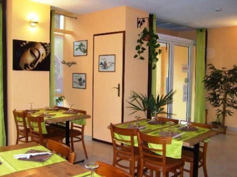 1-Lourdes-restaurant-chez-Ly-salle.jpg