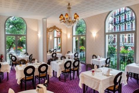 0-Restaurant-Le-Chapelle---Parc---Salle.jpg
