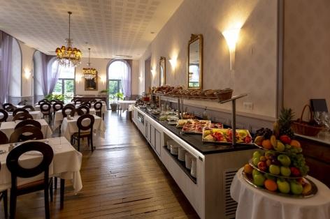 1-Restaurant-Le-Chapelle---Parc---Salle-buffet.jpg