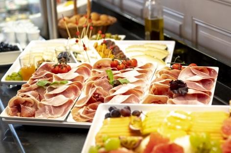 2-Restaurant-Le-Chapelle---Parc---buffet---2-.jpg
