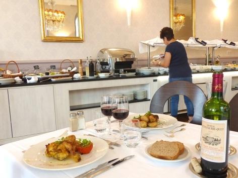 3-Restaurant-Le-Chapelle---Parc---buffet.JPG