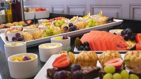 5-Restaurant-Le-Chapelle---Parc---buffet-midi.JPG