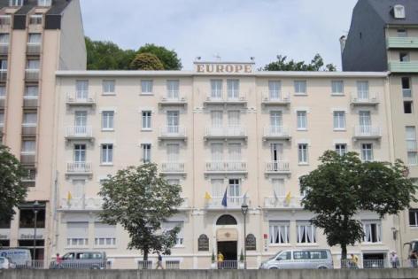 0-Lourdes-Hotel-Restaurant-Le-Napoleon-exter..jpg