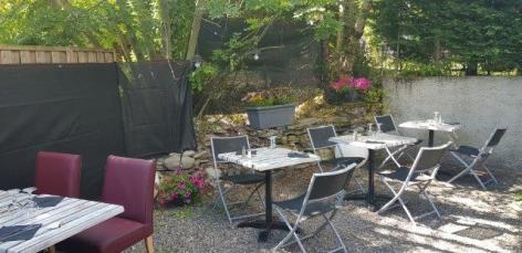 7-cas-a-tom-tables-exterieures.jpg