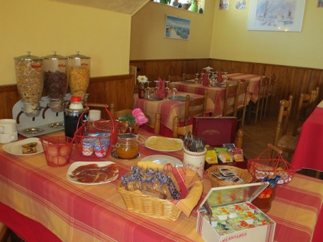 4-buffet-du-petit-Dejeuner.JPG