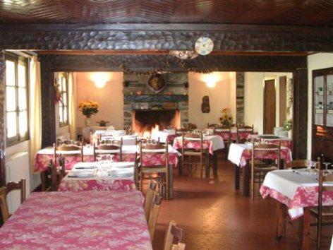 2-Photo-2---Notre-Salle-Restaurant-W.jpg
