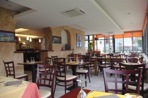 2-La-salle-de-restaurant.JPG