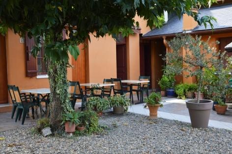 2-hoteldelagare-terrasse-pierrefittenestalas-HautesPyrenees.JPG