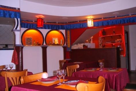 1-Lourdes-salle-restaurant--Lung-Ta-1.JPG
