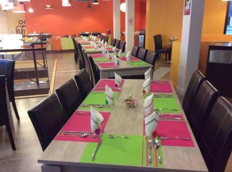 1-Lourdes-Asian-delices-salle.jpg